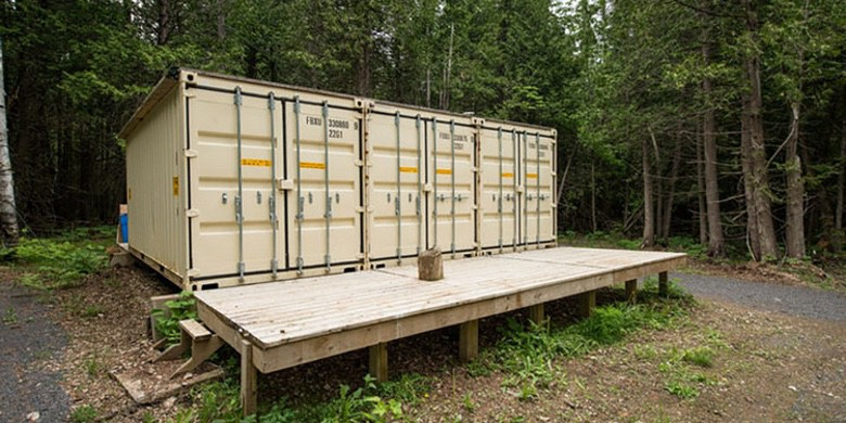 Artist Creates a Lovely Transport Container Dwelling (9 Photographs)